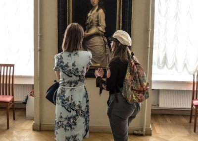 women with museum painting